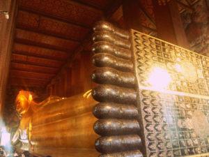Buda deitado en Wat Pho (Bangkok)