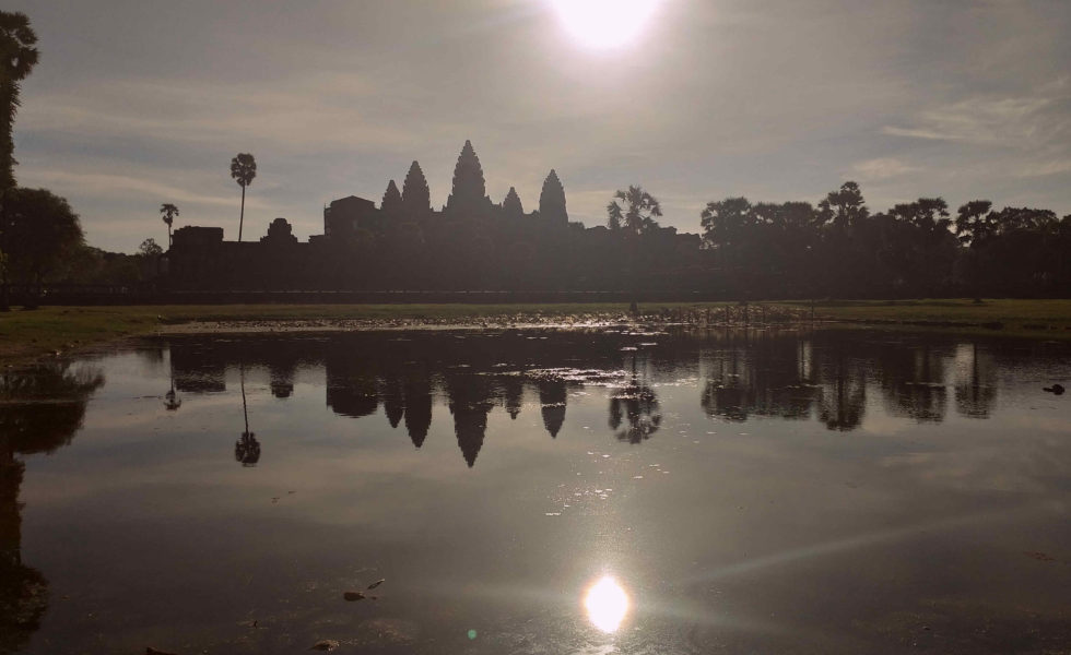 Angkor Wat dende o estanque de reflexión do norte