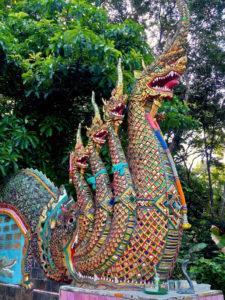 Escaleiras de Wat Phra That Doi Suthep en Chiang Mai