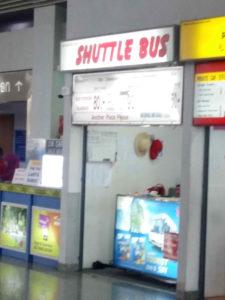 Compra de billetes de bus no aeroporto de Krabi