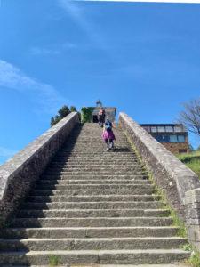 Portomarín - Entrada Camiño Francés, Escaleira da Capela das Neves